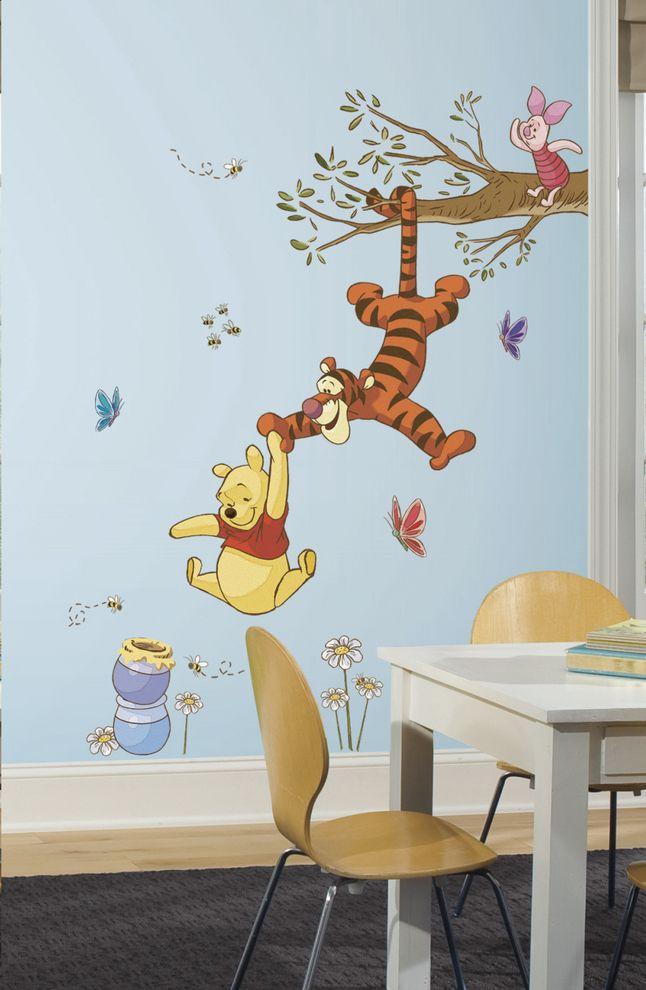 Winnie, Porcinet et Tigrou essaient d'attraper le joli pot de miel. Assemble ces stickers et recompose cette joyeuse scène sur le mur de ta chambre. #Stickermural #Décoration #Winniel'ourson #Collishop