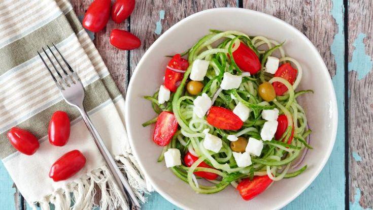 Abendessen ohne Kohlenhydrate hat viele Vorteile: Nicht nur sind die Gerichte gesünder und leichter, sonden Sie sich auch ideal, um dauerhaft abnehmen zu können. Lesen Sie, wie Sie Ihr Abendessen Low Carb mit leckeren frischen Zutaten zubereiten können.