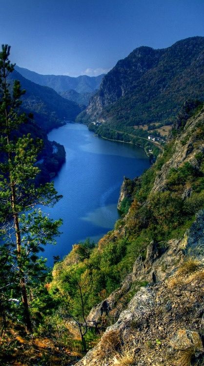 Olt River and the Carpathian montains, Romania's finest. www.romaniasfriends.com