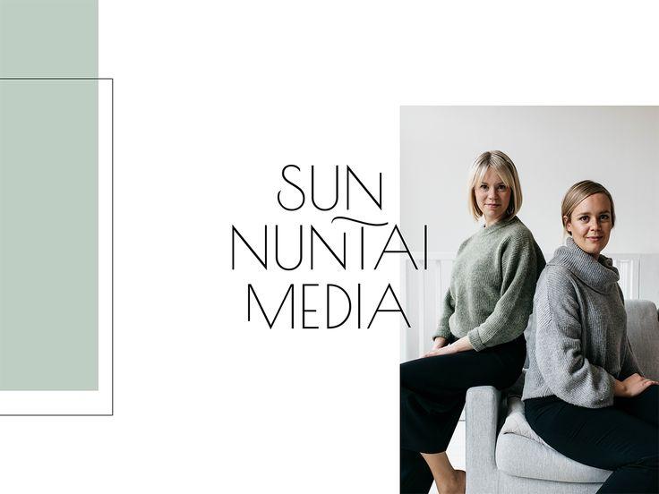 Sunnuntaimedian logon on suunnitellut graafinen suunnittelija Annika Välimäki. Sunnuntaimedia on Annika Välimäen ja Reetta Vahasen yhteinen blogi ja unelma.
