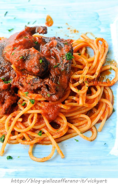 #Spaghetti with #octopus #sauce Spaghetti al #sugo di #polpo ricetta facile vickyart arte in cucina