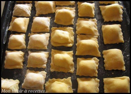 Mon tiroir à recettes - Blog de cuisine: Ravioli maison (Recette testée, pour chaque 100g de farine on ajoute 1 œuf....la farce que j'aime est à base de fromage de chèvre et champignon ^_^ )