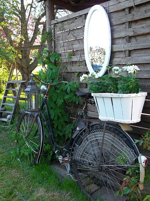 :)Gardens Ideas, White Flower, Cottages Gardens, Inspiration, Gardens Decor, Home Decor, Vintage Bicycles, Old Bikes, Planters