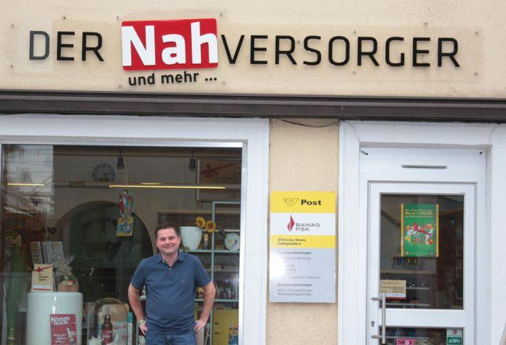 Ebelsberg: Alexander Studener hat vor wenigen Wochen den Nahversorger am Fadingerplatz 6 eröffnet. Postpartner, Schreibwaren, Lottoscheine gibt es bei ihm. Ab nächster Woche auch Spezialitäten aus Italien. Mehr zum Stadtteil Ebelsberg: http://www.nachrichten.at/oberoesterreich/linz/Das-lange-staugeplagte-Ebelsberg-ist-wichtiger-historischer-Boden;art66,1539109 (Bild: wau)