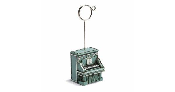 Μπομπονιέρα χαρτοστάτηςπιάνο ρετρό - προτίνετε για βάπτιση με μουσικό θέμα ή για βάπτιση με χειμερινό θέμα.  3.7 x 3 x 4.5cm Συνολικό ύψος:11cm  Υλικό: πουεστέρας  Η τιμή αφορά δεμένη έτοιμη μπομπονιέρα (τούλι / γάζα και κορδέλες σε χρώμα της επιλογής σας, κουφέτα τυλιγμένα σε