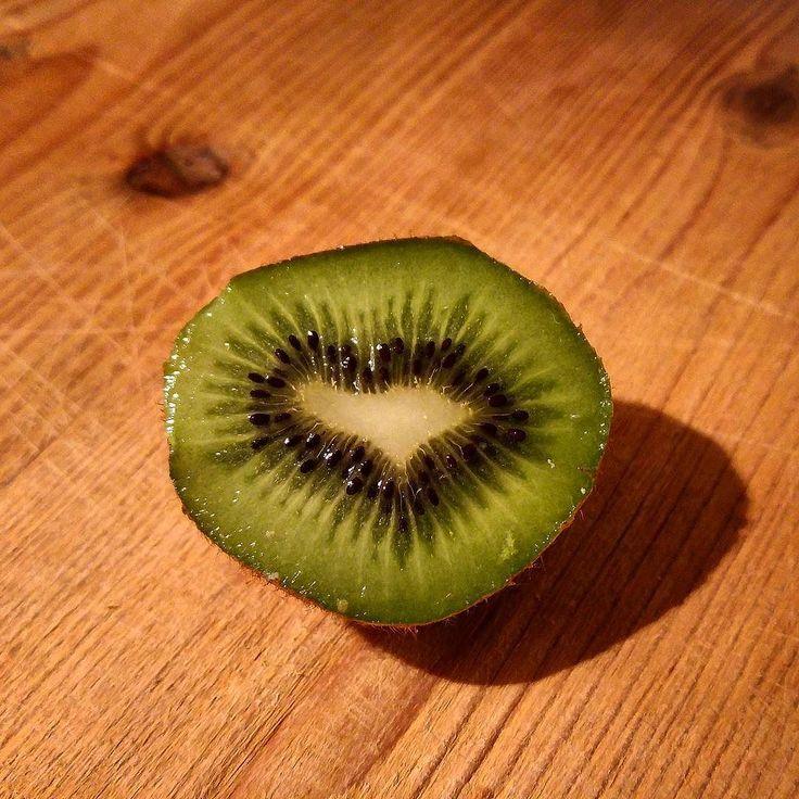 Ein Herz für Kiwis & ein Kaffee! #alex #vitamin #pause #kiwi #frucht #kaffee #coffee #break #greenape #makesyourlifebetter  #nord #niedersachsen