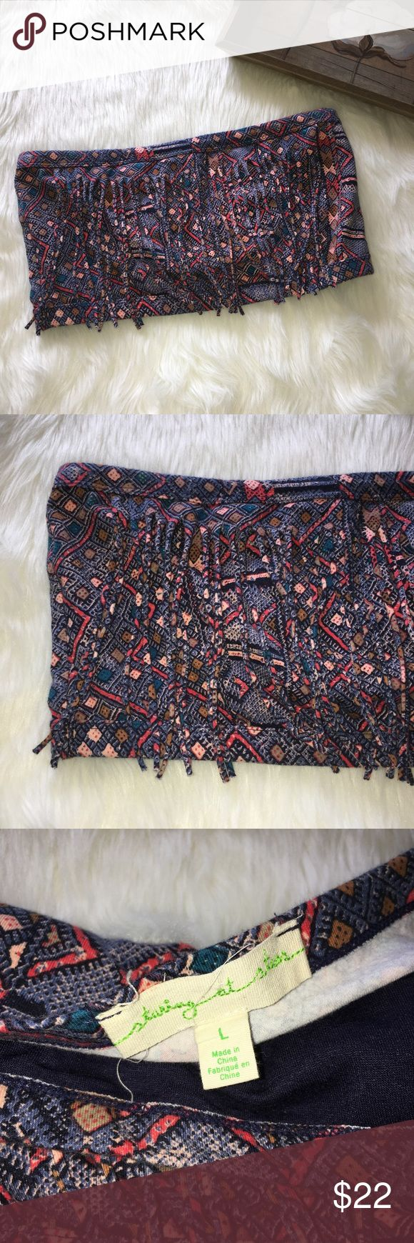 Staring at Stars Urban Outfitters Bandeau Top Sz L Super chic and stylish staring at stars tube top Bandeau in excellent preowned condition size large. Easy to wear and style. Perfect for summer Staring at Stars Tops Crop Tops