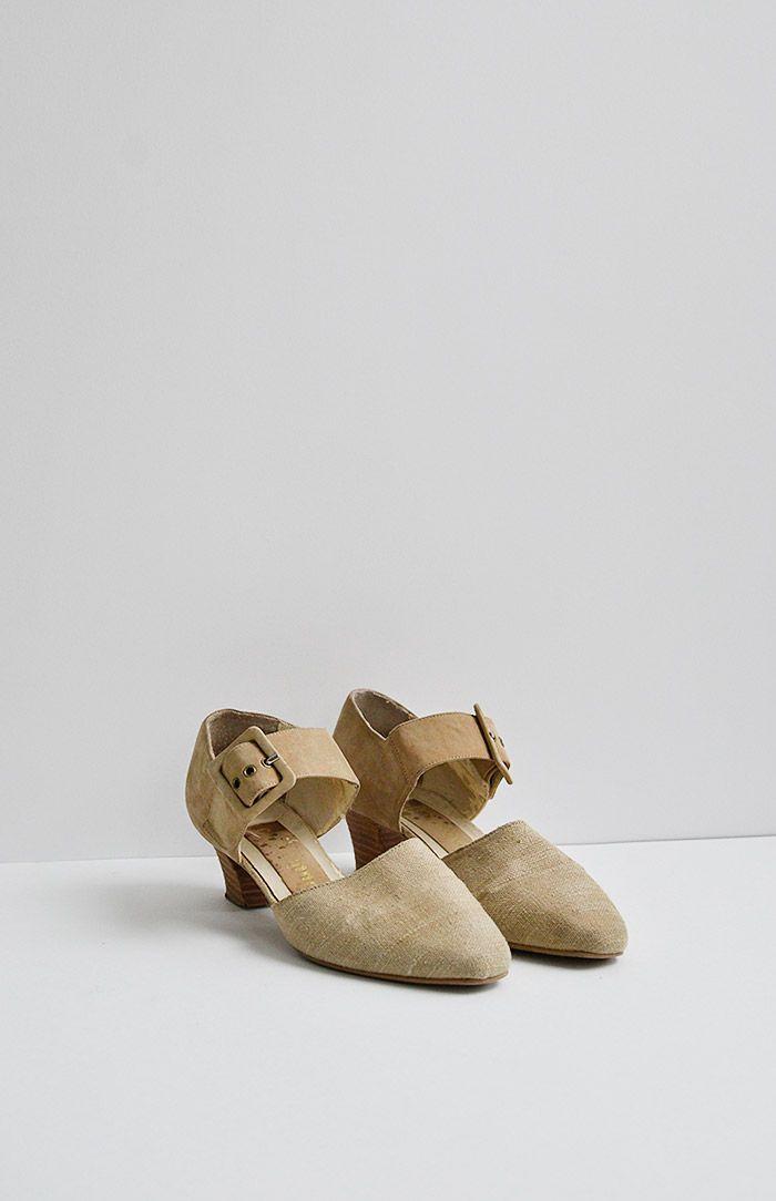 vintage 1990s suede linen neutral heels / www.adoredvintage.com
