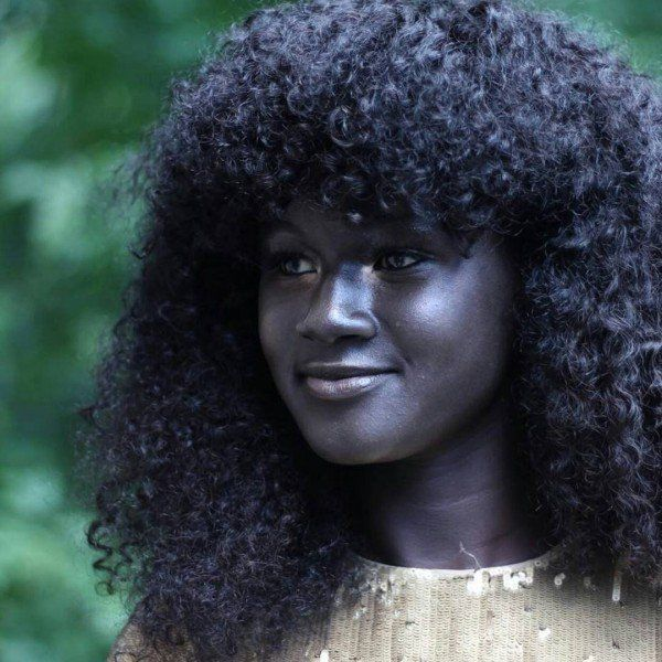 """Senegalese """"Melanin Goddess"""" Conquers the Internet with Her Incredibly Dark, Beautiful Skin Tone"""