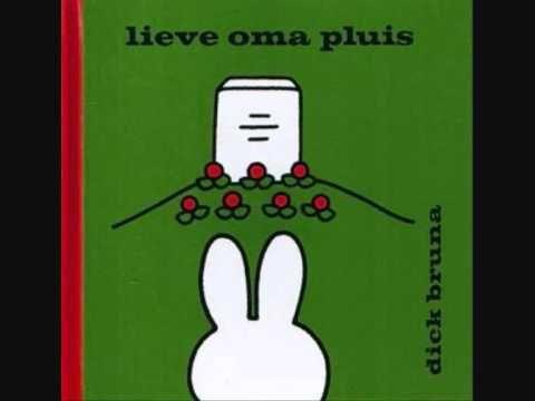 lieve oma pluis  (helaas zijn de prenten uit het boekje niet zichtbaar in dit filmpje)