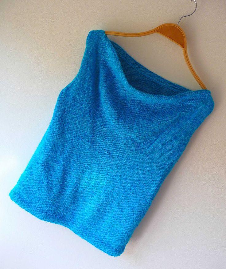 Il m'en aura fallu du temps ... Du temps pour le tricoter, du temps pour le prendre en photo, du temps pour traduire le modèle ... mais j'...