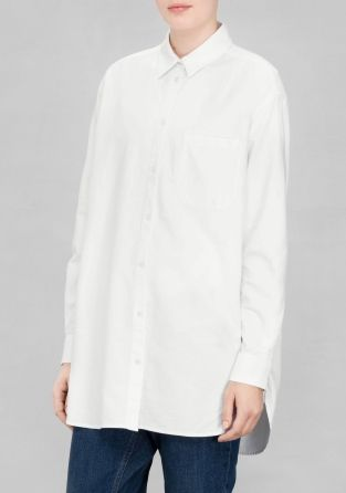 This menswear-style viscose shirt has a classic button-down design and is tailored for an oversized fit.
