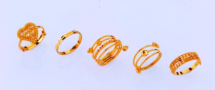 Stunning Ladies Rings - only from the gold factory  a) 2.700 gm, Rs 8,600/- b) 1.900 gm, Rs 6,120/- c) 5.250 gm, Rs 16,750/- d) 3.100 gm, Rs 9,950/- e) 2.250 gm, Rs 7,250/-