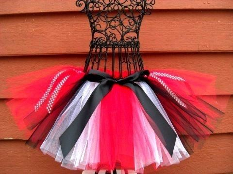 Queen of Hearts Tutu- Queen or Hearts Costume- Alice in Wonderland Costume- Black and Red tutu -Disney Costume- Red Queen Costume by TheSugaredRibbon on Etsy https://www.etsy.com/listing/65451443/queen-of-hearts-tutu-queen-or-hearts