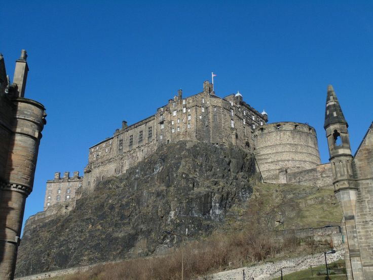 Edinburgh Castle © Holly Bradshaw
