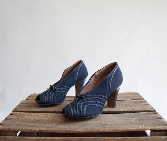 Vintage 30s Deadstock Deco Pumps / 1930s by GingerRootVintage, $125.00