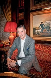 Jeremy Hackett in der Library Bar des Lanesborough Hotel (© TOP Magazin Frankfurt)