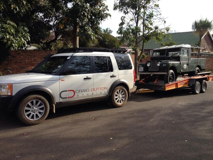 Cheries Dutton's Discovery 3 towing a Series 1. My Land Rover has a Soul, MLRHAS, Land Rover Book