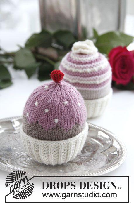 "Strikket DROPS muffins/cupcakes i ""Baby Merino"" eller ""BabyAlpaca Silk"" ~ DROPS Design"