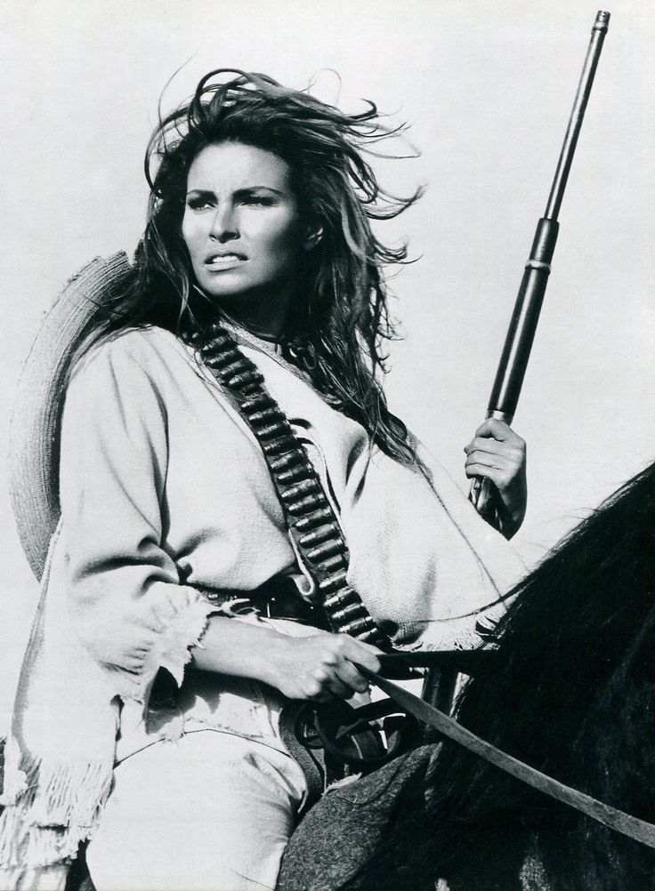 Raquel Welch in '100 Rifles', 1969. ☀