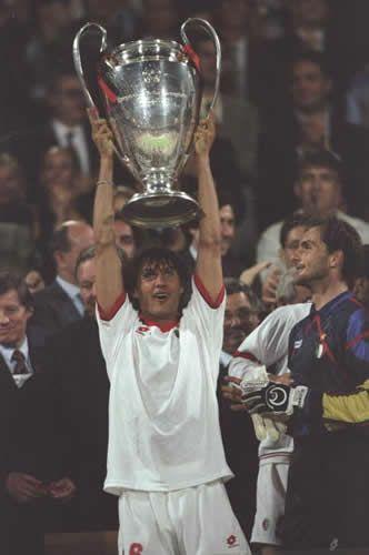 #3 Paolo Maldini & #1 Sebastiano Rossi in May 18th, 1994 - Athens - Milan vs. Barcelona 4-0 \\ Orgoglio Casciavit \\