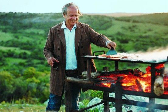 Francis Mallman es de 56 años de edad y es soy de Argentina. Él es considerado el mejor chef de América del Sur. Él es dueño de varios restaurantes, uno de los cuales se llama Restaurante 1884. Este restaurante sirve cocina sudamericana con un toque europeo. También es descrito como rebelde clásico.Su restaurante está situado en Godoy Cruz, Mendoza, Argentina, al lado de Chile. -Nick Chadbourne