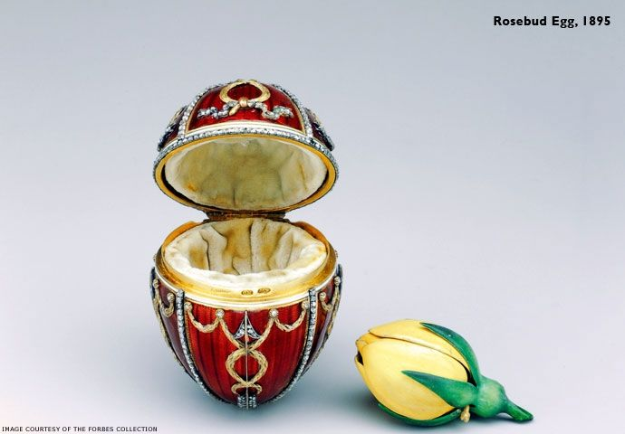 Fifty Imperial eggs were made for the Czars Alexander III and Nicholas II. These jewels, of 43 remaining copies, which can be admired in various museums in the world.