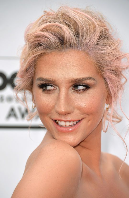 Kesha's Stunning Beauty Look From the 2014 Billboard Awards