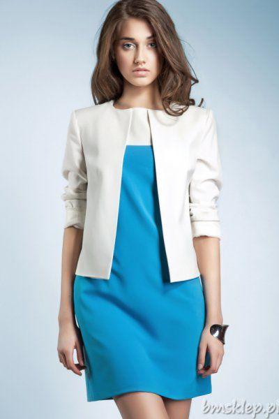 Biały, elegancki żakiet na podszewce, z okrągłym wycięciem przy szyi, bez guzików, z długim rękawem, który można wywinąć. Świetnie pasuje do lnianych spodni, sprawdzi się przy upałach ze względu na swój kolor.... #Żakiety - http://bmsklep.pl/zakiety