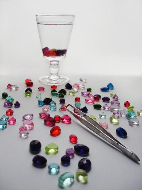 designer culinaire Anne-Charlotte Blanchot et Anne-Lise Dugat qui ont imaginé ces pierres précieuses en sucre aromatisé à dissoudre dans un verre d'eau (ou d'alcool!),