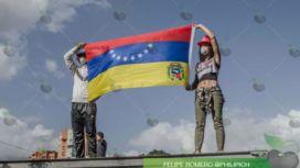 Entre bombas, agua y banderas transcurrió la Marcha de los Libertadores (+Video)