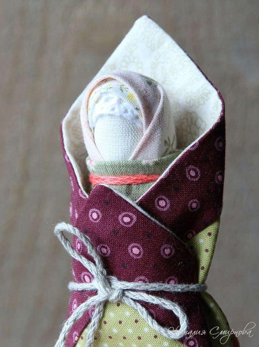Traditionele handgemaakte poppen. White, Pelenashka, katoen kant