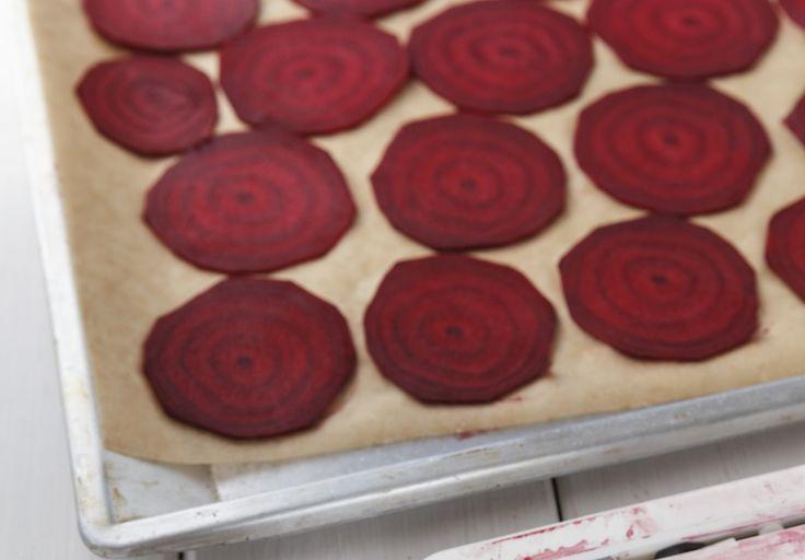 Giftfritt och ätbart: Gör naturligt smink av rödbetor.