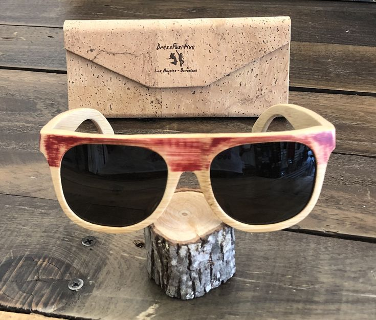 Rote Sonnenbrille aus recyceltem Bambusholz, Barcelona Eyewear für Männer und Frauen, Grunge-Sonnenbrille, umweltfreundliche Geschenke