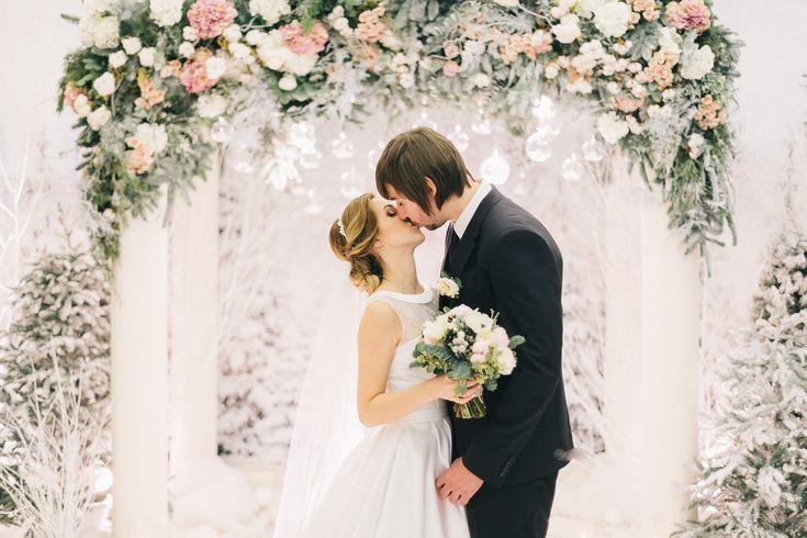 winter, wedding decor, winter ceremony, snowy wood свадьба, свадебная церемония, свадебная арка, оформление церемонии, зимний декор, зимняя свадьба, волшебный лес