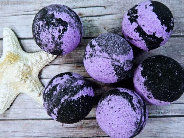 Fall comes to life with this earthy celebration of patchouli, cinnamon and cedarwood. Make bath time fun again. Not only will our bath bombs leave your skin feeling loved, they will also lightly tint