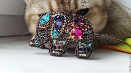 """Броши ручной работы. Ярмарка Мастеров - ручная работа. Купить Брошь """"Индийский слоник """". Handmade. Вышивка бисером, swarovski"""