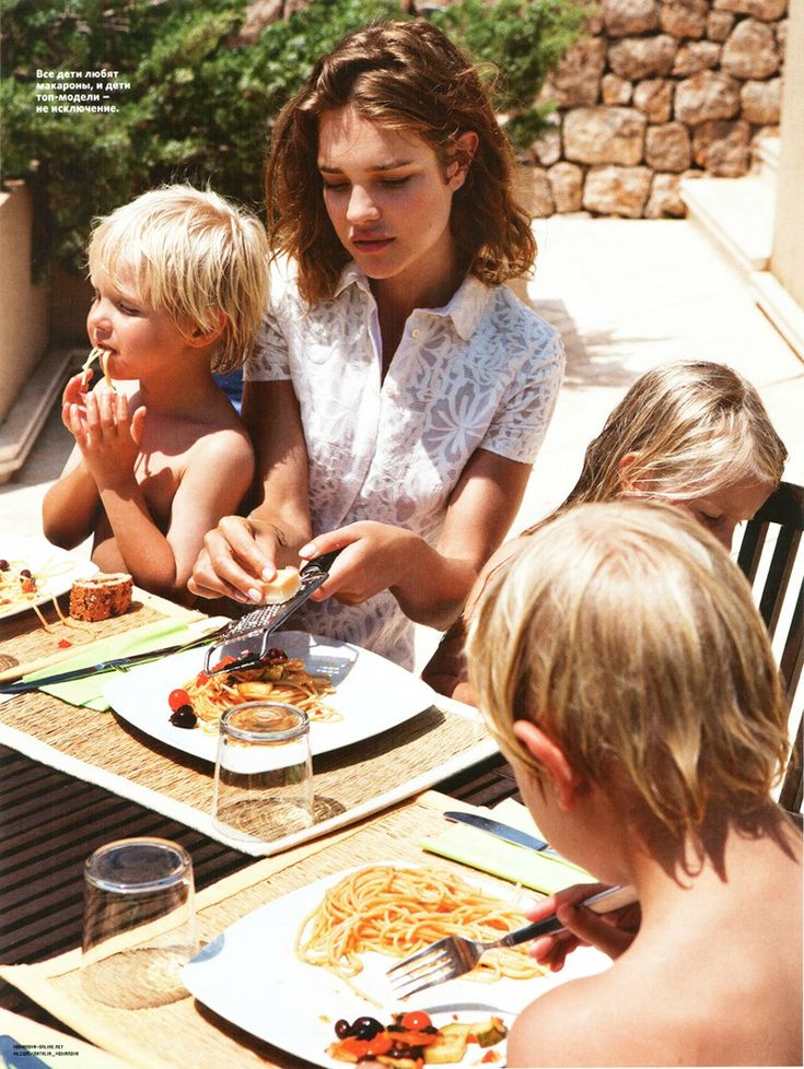 French Frosting: Natalia Vodianova dines on Pasta with her Kids