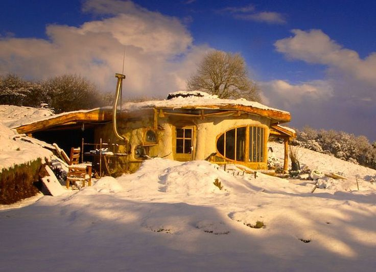 Simon Dale's Hobbit House in Wales - winter