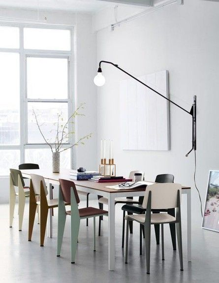 פינות אוכל, כיסאות זהים בצבעים מונכרומטיים