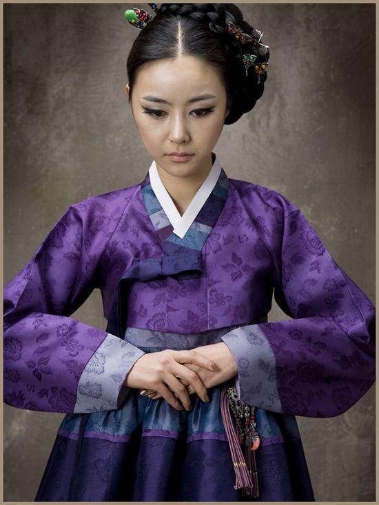 Hanbok purple #hanbok #beautifulwedding #purple #koreanstyle #beautifulhanbok #traditionalart