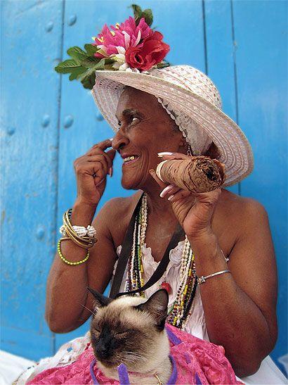 Cuba - Vieille dame au cigare
