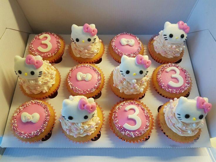 Hello Kitty cupcakes gemaakt voor een jarig buurmeisje #taart   #cupcakes #cupcake #verjaardag #hellokitty