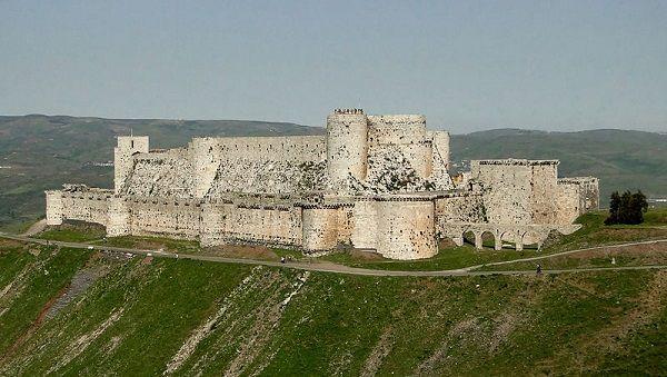 Este incrível e bem preservado castelo, o Krak Des Chevaliers (O Krak dos Cavaleiros), foi construído durante a época das Cruzadas, entre 1142 e 1170. É classificado pela Unesco como Patrimônio Mundial desde 2006. Infelizmente, com a guerra civil, vários relatos indicam que o castelo foi danificado em julho deste ano. (foto: Bernard Gagnon)