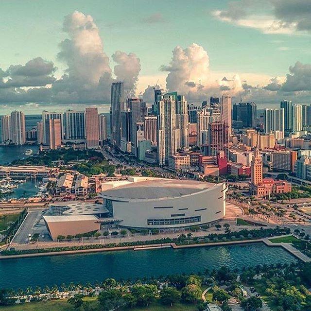 I simply had to share this picture of Miami! It's just breathtaking! Love my tropical city! . . No podía dejar de compartir esta increíble foto de Miami! Me encanta mi ciudad tropical! . . #livewhereyouvacation #miami #dreamcity #miamirealestate #luxuryrealestate #luxurylifestyle  Repost @thedream_miami #localrealtors - posted by Maritza Estrada / Ocean View https://www.instagram.com/maritzaeec - See more Real Estate photos from Local Realtors at https://LocalRealtors.com