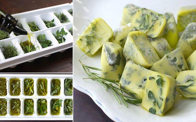 Čerstvé bylinky na zimu: nasekané bylinky ve formě na led,zalité olivovým olejem nebo máslem.zakryjeme folii a dáme zmrazit.