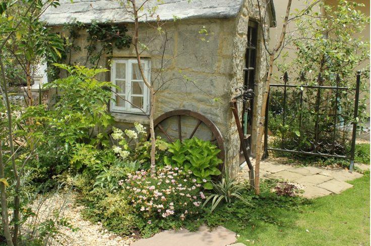 ホーム・ガーデナーさんたちをとりこにする安らぎの庭、ナチュラルガーデン。お庭のパートひとつひとつにフォーカスしながら、理想のナチュラルガーデンを作ってみませんか。今回は、ナチュラルガーデニングのポイントとスペシャリストのブログをご紹介します。