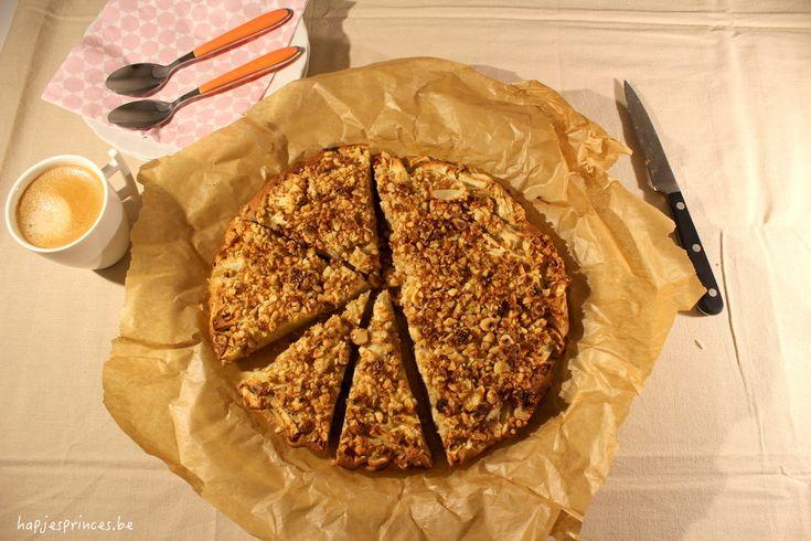 Deze gezonde cake is heerlijk en gemaakt van boekweit en hazelnoten. Deze Boekweitcake met appel, ahornsiroop en crumble van hazelnoten is glutenvrij en bevat geen geraffineerde suikers.