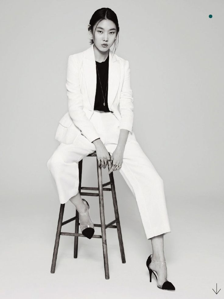 'White-on-White'-Han-Hye-Jin-by-Park-Ji-Hyuk-for-Marie-Claire-Korea-March-2013-5