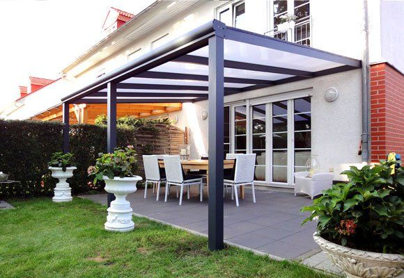 Schönes Terrassendach in anthrazit mit Stegplatten im DachHier - auswahl materialien terrassenuberdachung